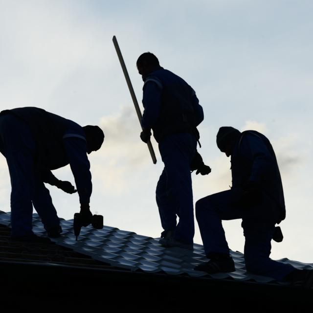 אלריה איטום גגות, ביטומניות, זיפות גגות, סיוד גגות, תיקון מרזבים, תיקון גגות רעפים